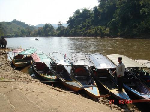 gita in barca sul fiume mae kok