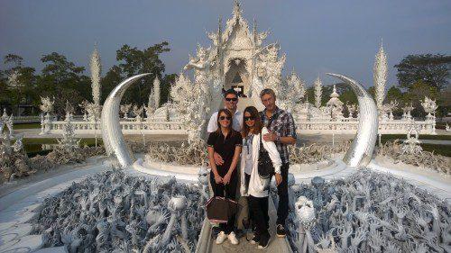 chiang rai white temple tours